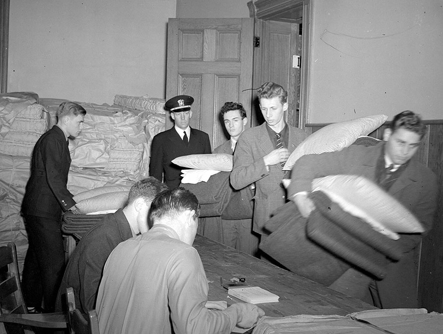 Navy Flight Preparatory School cadets receive Navy-issue bedding, 1943
