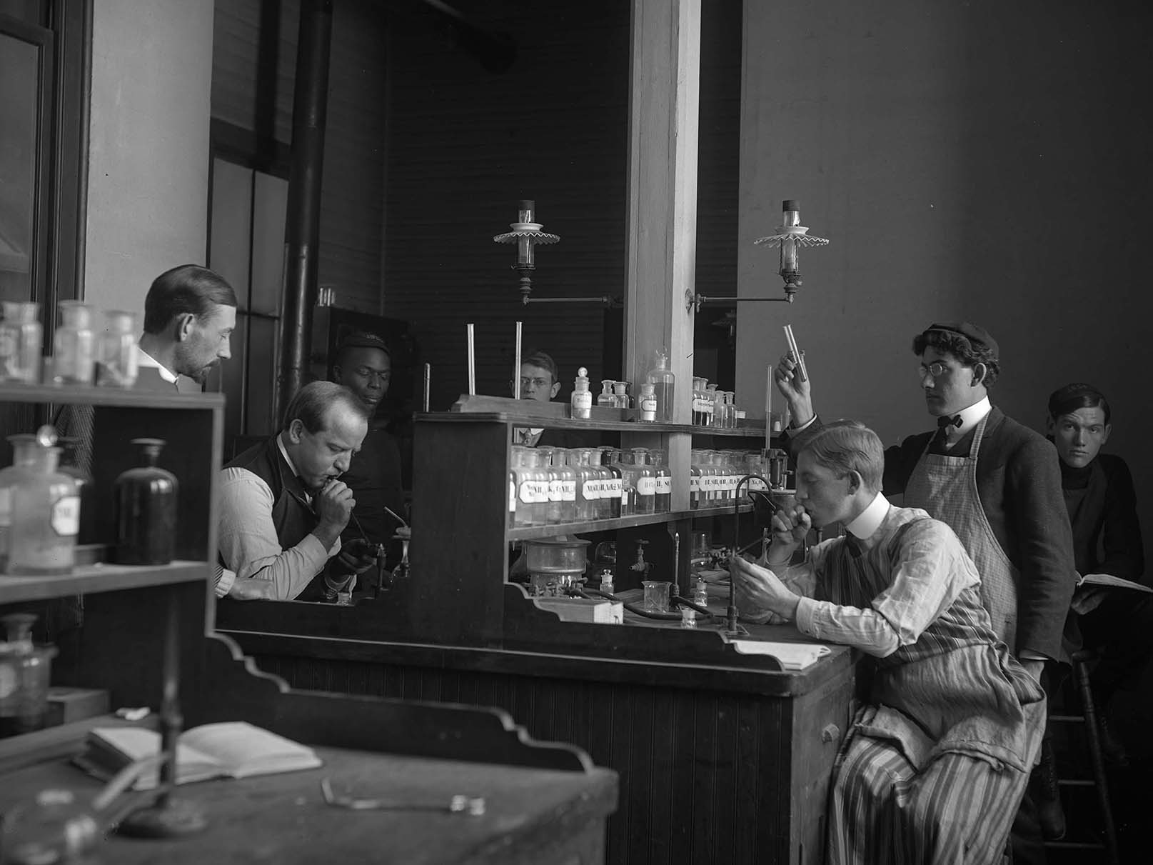 Students in chemistry laboratory, 1904